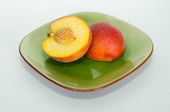 桃子切成了两半 库存照片