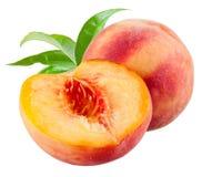桃子和一个一半与在白色隔绝的叶子 库存照片
