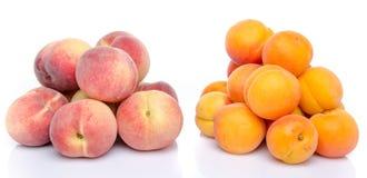 桃子和杏子堆  库存图片