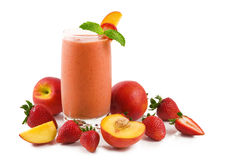 桃子圆滑的人草莓 免版税库存图片