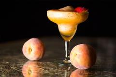 桃子圆滑的人鸡尾酒 图库摄影