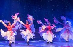 桃子开花长的袖子特性和歌曲押韵中国民间舞 免版税图库摄影