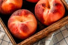 桃子条板箱 库存图片