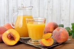 桃子汁 免版税库存图片