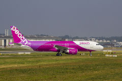 桃子航空空中客车A320 免版税库存照片
