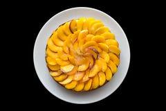 桃子蛋糕舱内甲板被放置的顶视图 免版税库存图片