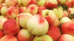 桃子` s特写镜头射击;水多的桃子是新鲜的和便宜地 免版税库存照片