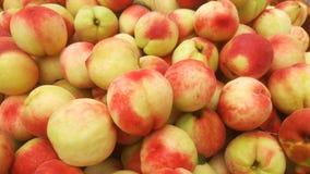 桃子` s特写镜头射击;水多的桃子是新鲜的和便宜地 免版税图库摄影
