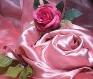 桃红色丝绸。 库存图片