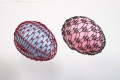 桃红色两个架线的复活节彩蛋蓝色和 库存照片
