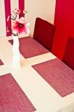 桃红色人造花当室装饰 库存照片