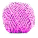 桃红色传统线团,在白色背景隔绝的编织的螺纹球 免版税库存照片