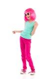 桃红色假发的无忧无虑的女孩 免版税图库摄影