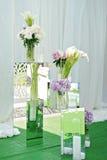桃红色八仙花属花束在花瓶开花 与霍滕西亚的花卉静物画 库存照片