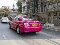 桃红色出租汽车在曼谷,泰国 免版税库存照片