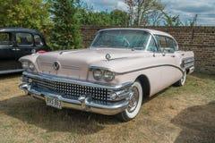 1958桃红色别克有限的经典汽车 图库摄影