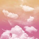 桃红色和橙色口气和白色多云 库存照片