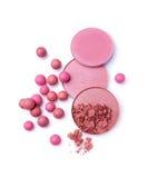 桃红色和灰棕色脸红球并且脸红粉末 库存图片