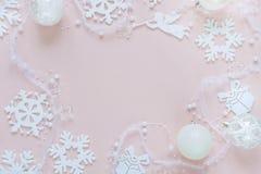 桃红色和白色圣诞节框架 免版税库存图片