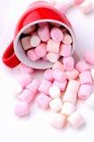 桃红色和白色微型蛋白软糖 库存图片