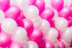 桃红色和白色气球背景 免版税库存照片