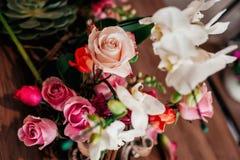 桃红色和白色花束的细节 免版税库存图片