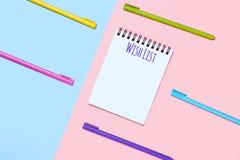 桃红色和蓝色背景与笔记本和Wishlist文本 向量例证