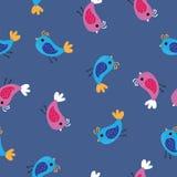 桃红色和蓝色鸟样式背景 无缝的样式在蓝色背景的色的鸟 皇族释放例证