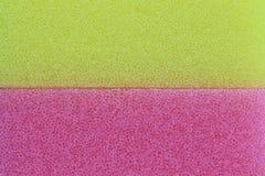 桃红色和黄色海绵表面背景 免版税库存照片