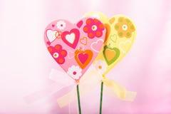 桃红色和黄色手工制造心脏 库存照片