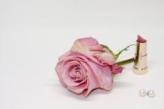 桃红色唇膏 新鲜上升了 高雅和秀丽 库存照片