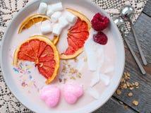 桃红色圆滑的人用莓 库存照片