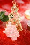桃红色圣诞树自创甜点 免版税库存照片