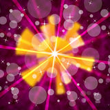 桃红色太阳背景显示光亮的光芒和泡影 免版税库存照片
