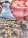 桃红色太阳镜 库存图片