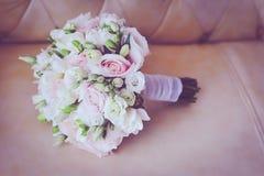 桃红色婚礼花束特写镜头 免版税库存图片
