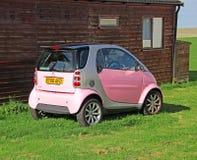 桃红色巧妙的汽车 免版税库存照片