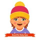 桃红色帽子的观看的女婴微笑和 库存照片