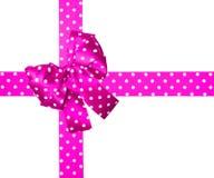 桃红色弓和丝带与由丝绸做的白色圆点 图库摄影