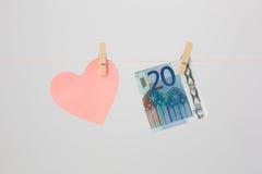 心脏和一张欧洲钞票 免版税库存照片