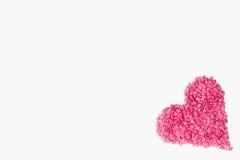 桃红色心脏由在角落的许多一点心脏做成在白色背景 库存图片