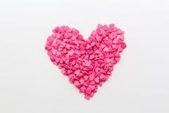 桃红色心脏由小心脏做成在白色背景 免版税库存图片