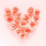 桃红色心脏由纸花制成 免版税库存图片