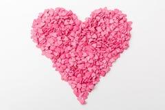 桃红色心脏由许多更小的心脏做成在白色背景 免版税库存照片