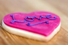 桃红色心脏饼干 库存图片