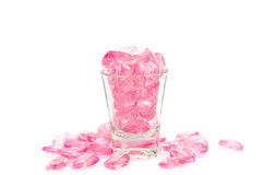 桃红色心脏玻璃在白色背景 免版税图库摄影