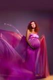 桃红色怀孕的组织妇女 图库摄影