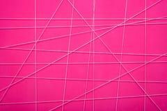 桃红色抽象墙壁的纹理有白色几何线的 免版税库存图片