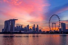 桃红色日落的新加坡 免版税库存图片