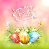 桃红色晴朗的背景用在草的复活节彩蛋 免版税库存照片